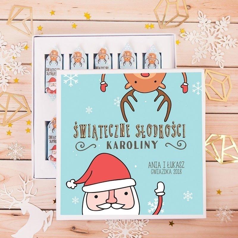 Bombonierka z krówkami świąteczna z mikołajem i reniferem oraz personalizowanym napisem.