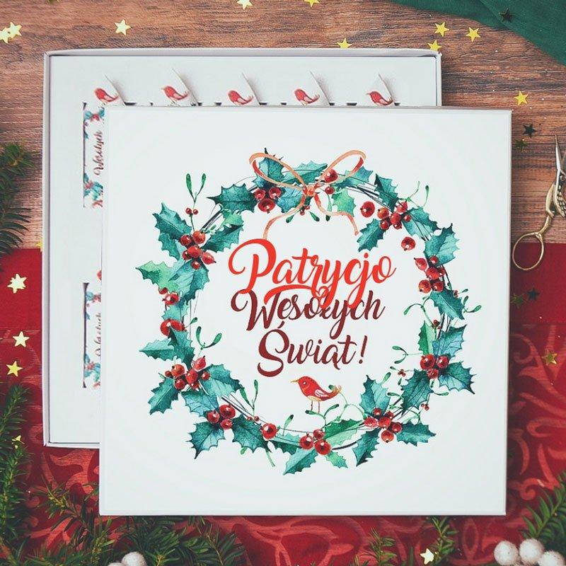 Bombonierka z krówkami i personalizacją świąteczną na wieczku z imieniem i napisem Wesołych Świąt