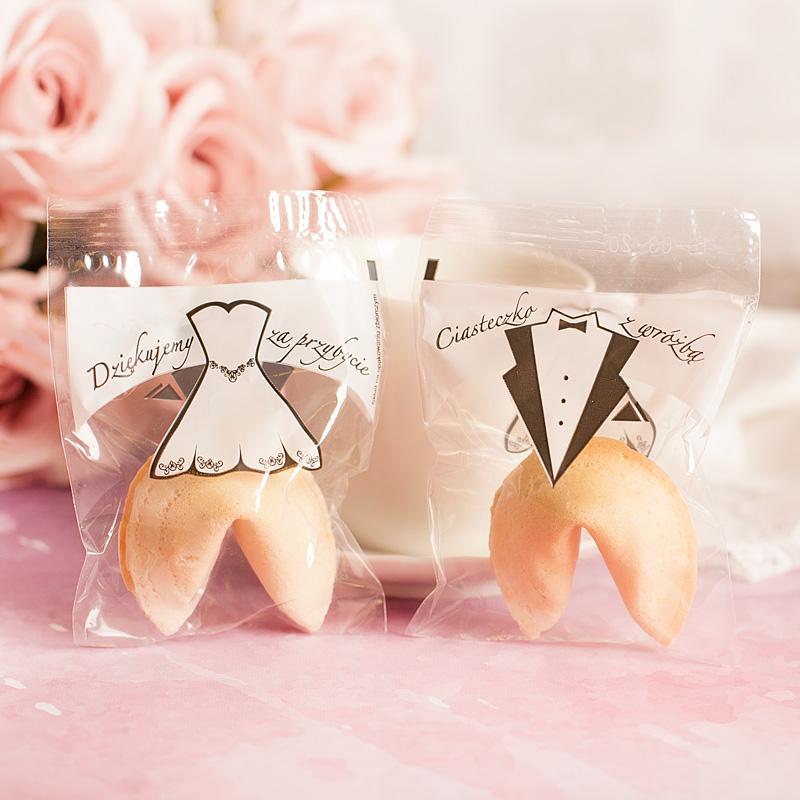Ciasteczko z wróżbą z dwustronnym nadrukiem na opakowaniu. Idealny upominek dla gości weselnych.