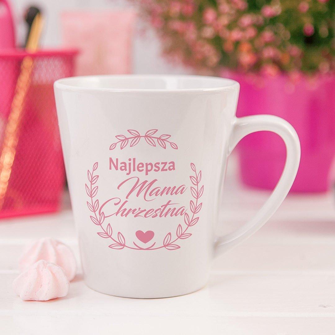 Elegancki biały kubek z różowym nadrukiem Najlepsza Matka Chrzestna oraz wianuszkiem z delikatnych listków
