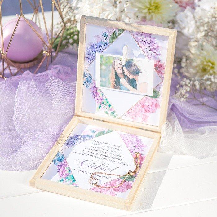 Zdjęcie slidera - PREZENT dla Świadkowej w drewnianym pudełku Bransoletka Subtelna Hortensja
