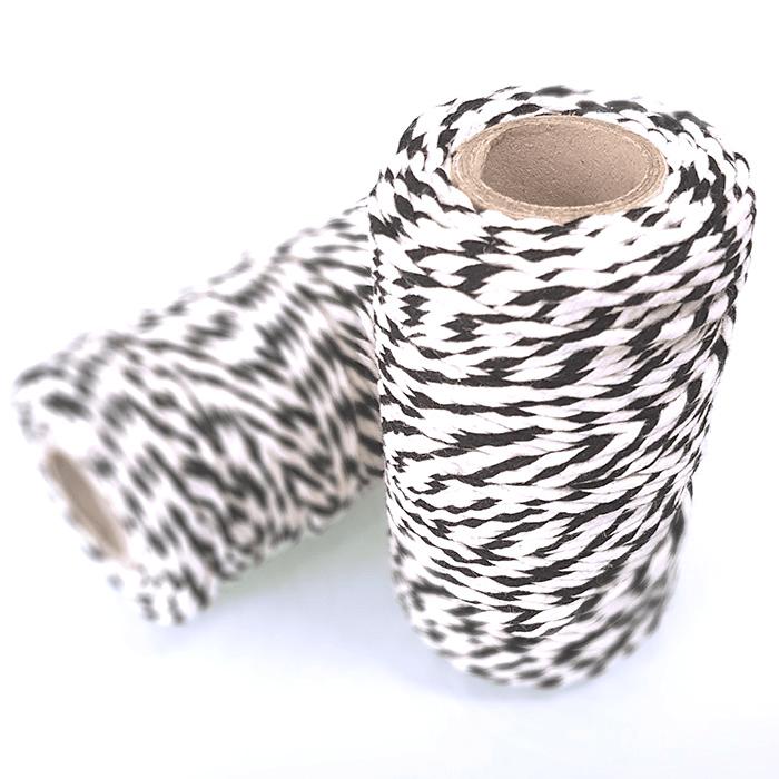 Czarno-biały sznurek do pakowania