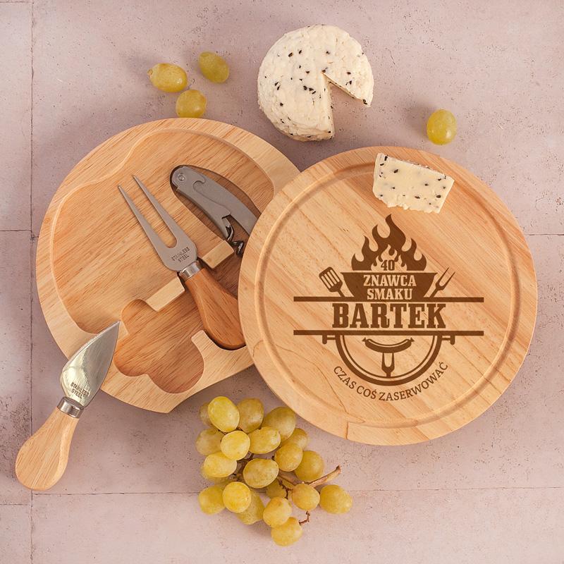 Zestaw do serwowania serów: deska + otwieracz + sztućce do sera: nóż i widelec, prezent dla mężczyzny personalizowany Znawca Smaku