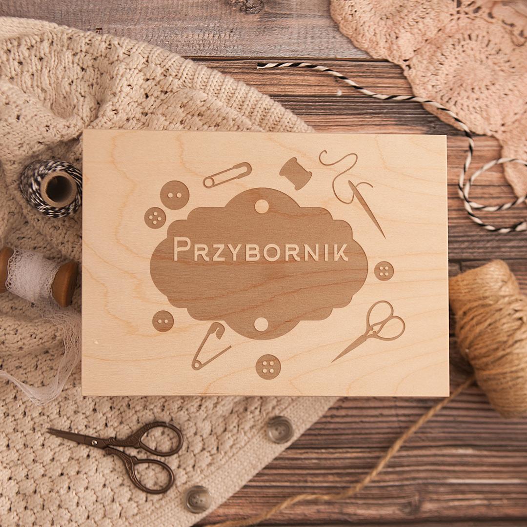 Zdjęcie slidera - SKRZYNKA Przybornik na Nici z Grawerem Prezent dla Babci
