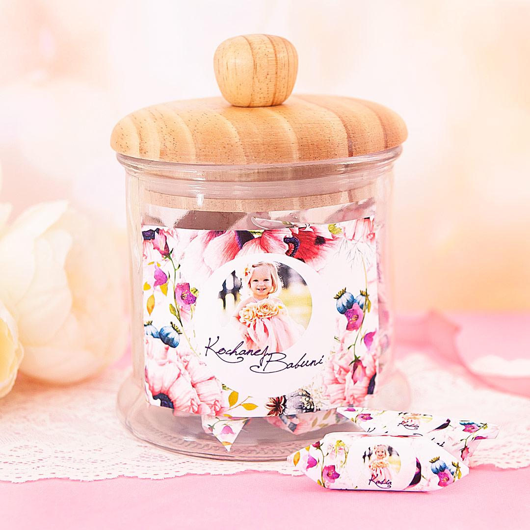 Zdjęcie slidera - SŁÓJ pełen słodkich krówek dla Babci Kwiecisty Dar personalizacja ze zdjęciem