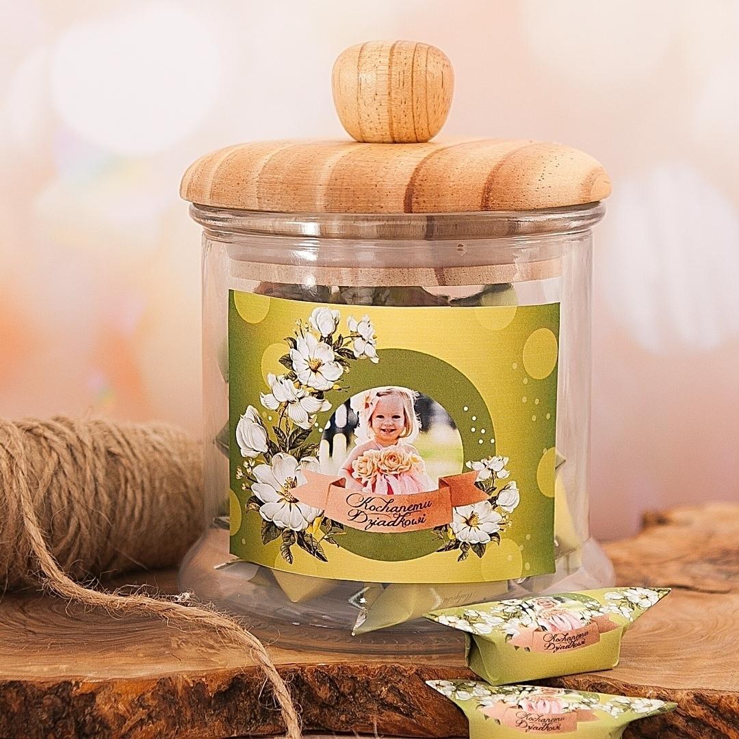 Zdjęcie slidera - SŁÓJ pełen słodkich krówek dla Dziadka Kwiecisty Dar personalizacja ze zdjęciem