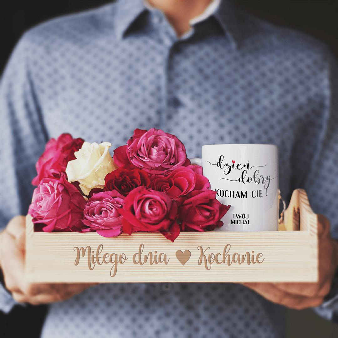 Zdjęcie w galerii - ZESTAW prezent na Walentynki Taca + Kubek Personalizowany