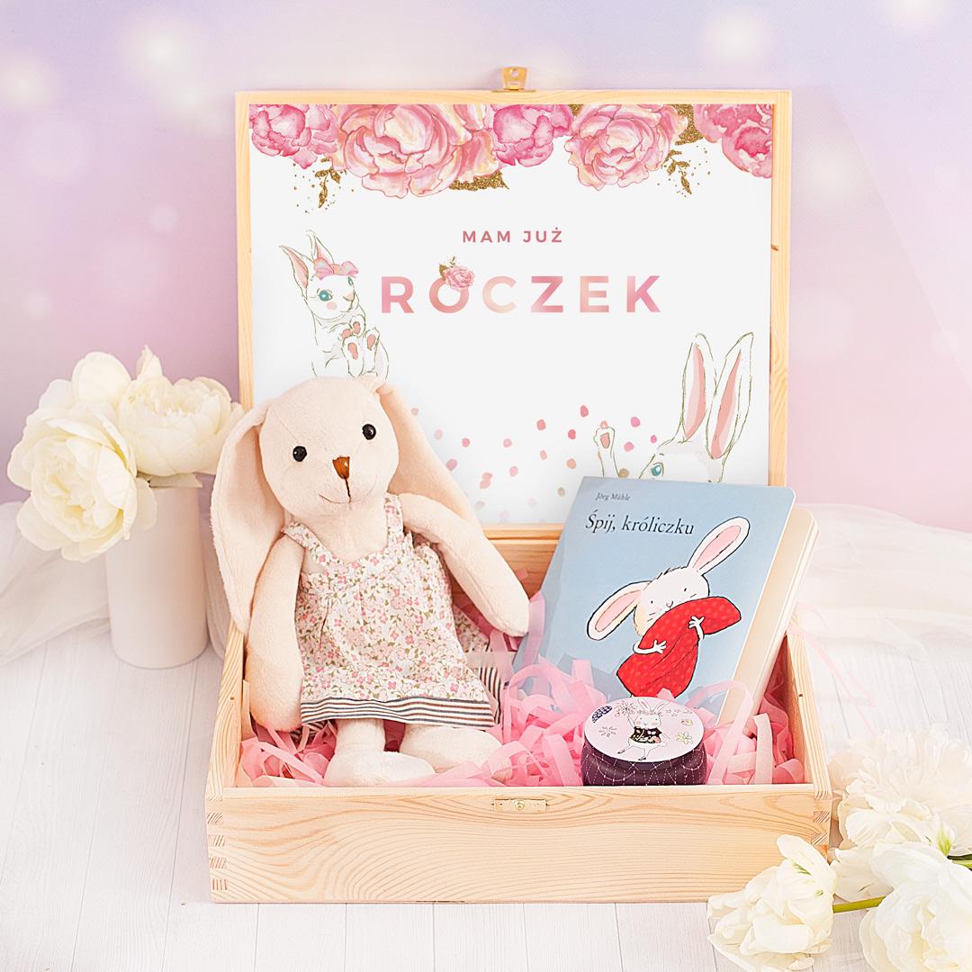 Skrzyneczka z króliczkiem to doskonały pomysł na prezent z okazji pierwszych urodzin!