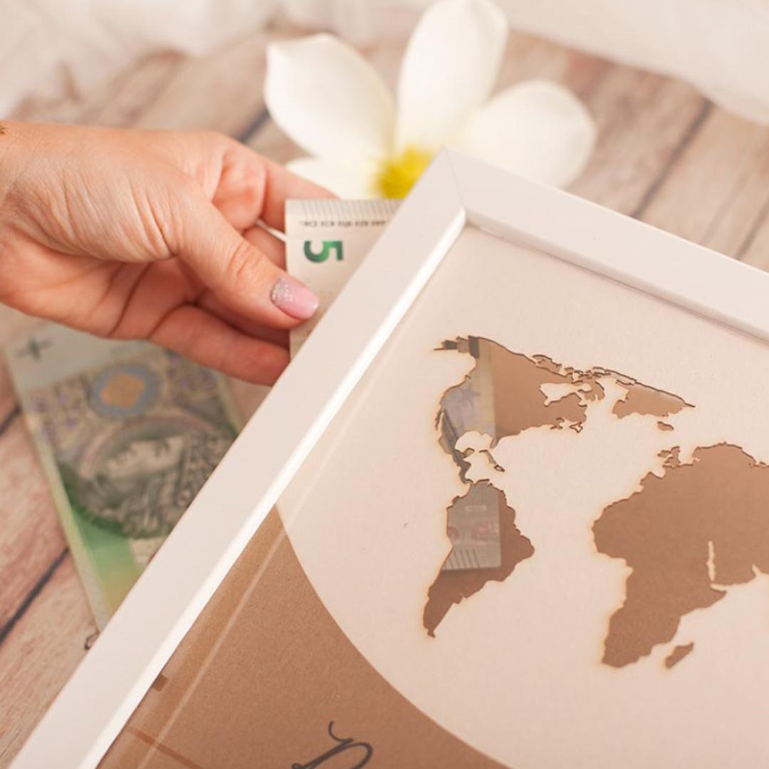 Zdjęcie w galerii - PREZENT Mapa świata personalizowana na pieniądze dla Młodej Pary