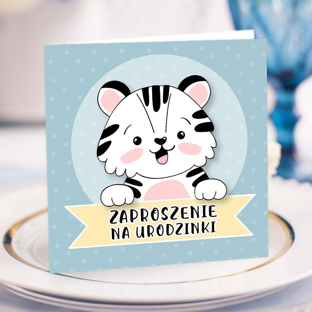 Zaproszenie rozkładane z uroczym tygryskiem na okładce z niebieskim tłem i napisem Zaproszenie na urodzinki