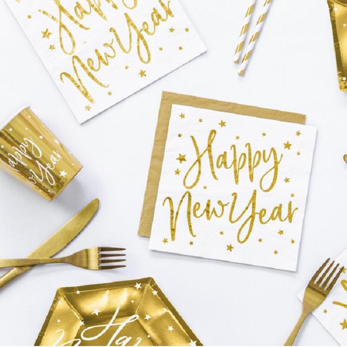 Serwetki papierowe w kolorze białym ze złotym metalizowanym nadrukiem gwiazd i napisem Happy New Year,