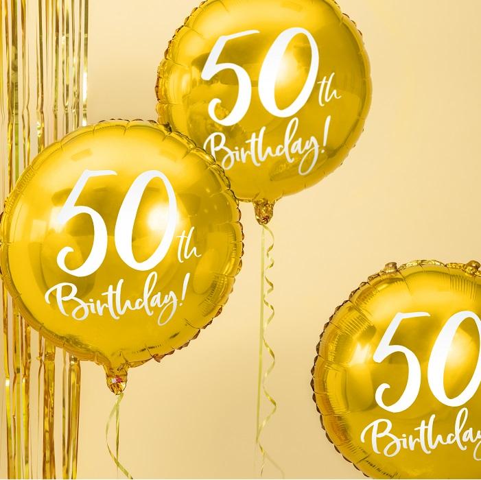 foliowy balon na 50 urodziny, metalizowany w pięknym w kolorze złotym, z białym napisem 50th Birthaday!