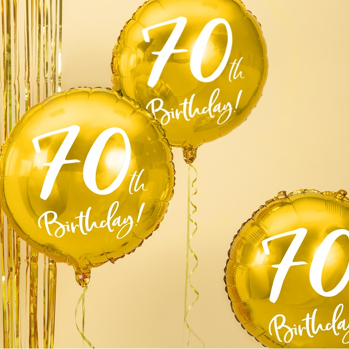 foliowy balon na 70 urodziny, metalizowany w pięknym w kolorze złotym, z białym napisem 70th Birthaday!