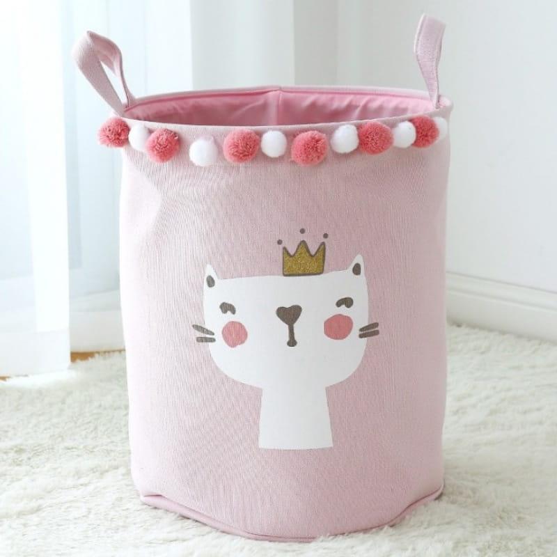 Różowy pojemnik na zabawki z motywem kotka w koronie i bąbelkami białymi i różowymi jako dekoracyjna obwoluta.
