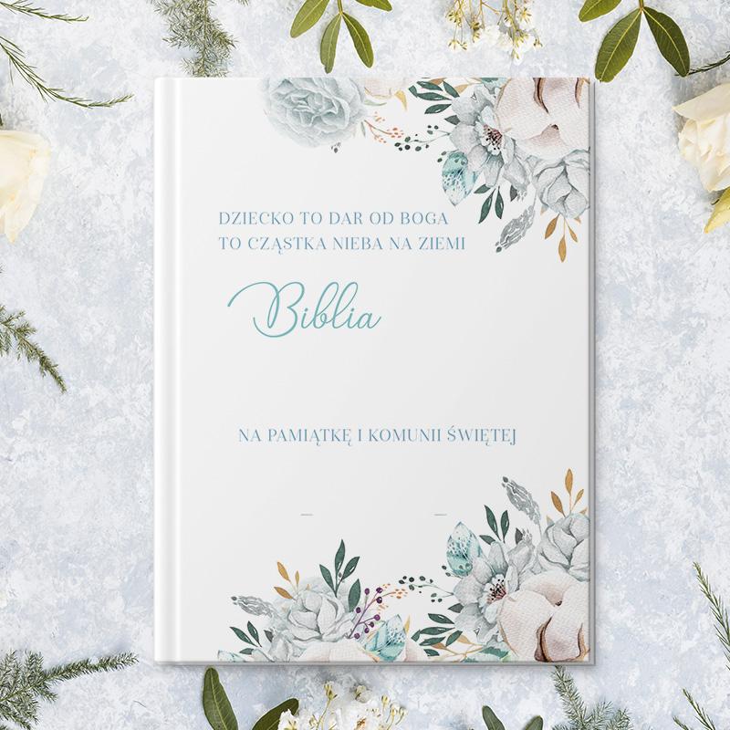 Elegancko wydana biblia dla dzieci z okładką, na której znajdują się personalizowane życzenia z okazji przyjęcia sakramentu pierwszej komunii świętej