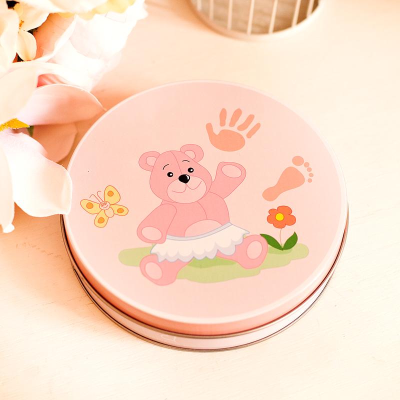 Masa gipsowa na odcisk stópki, rączki dziewczynki. Idealny prezent na narodziny dziecka. Pudełko i masa jest w pięknym różowym kolorze.