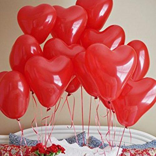 Walentynkowe balony w kształcie serc. Są w kolorze czerwonym. Idealny dodatek na walentynki.