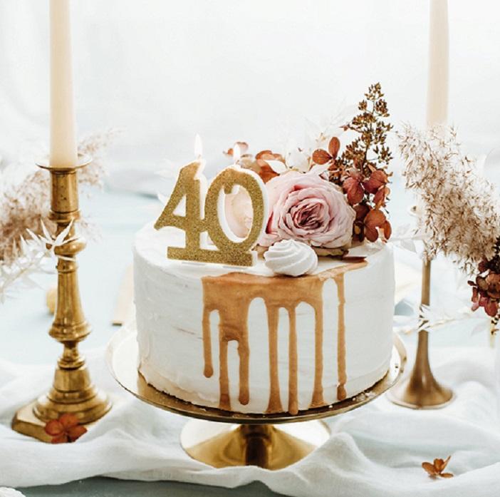 Zdjęcie w galerii - Świeczka urodzinowa liczba 40, złoty 7.5cm