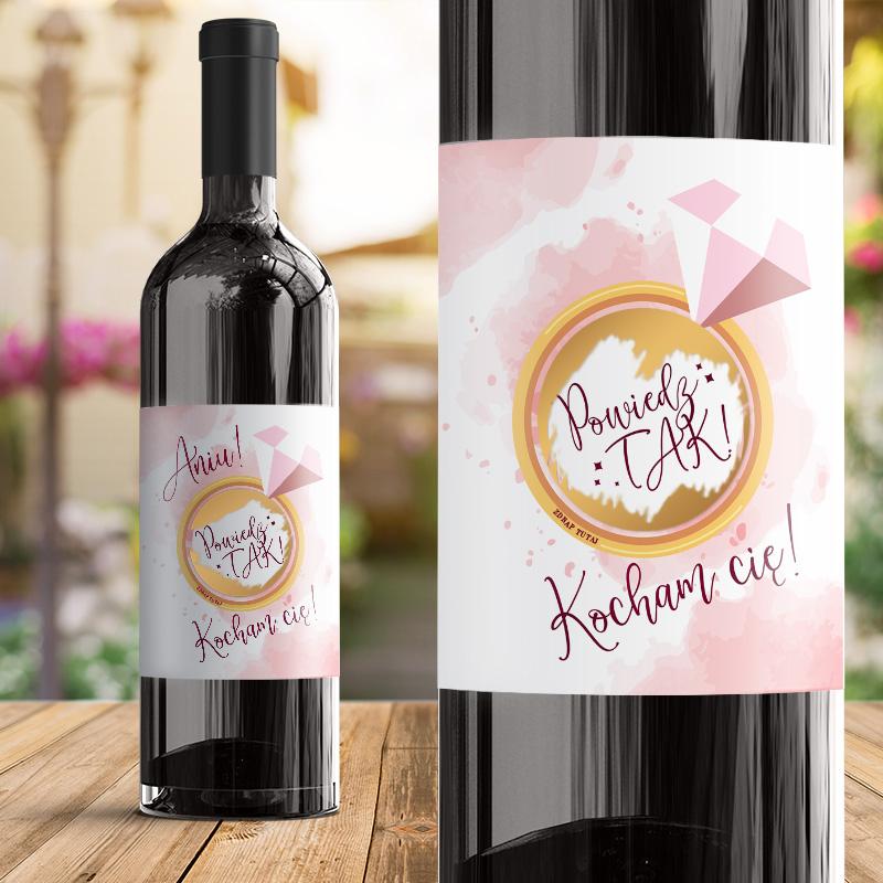 Etykieta na wino na oświadczyny z pierścieniem i pytaniem ukrytym pod zdrapką