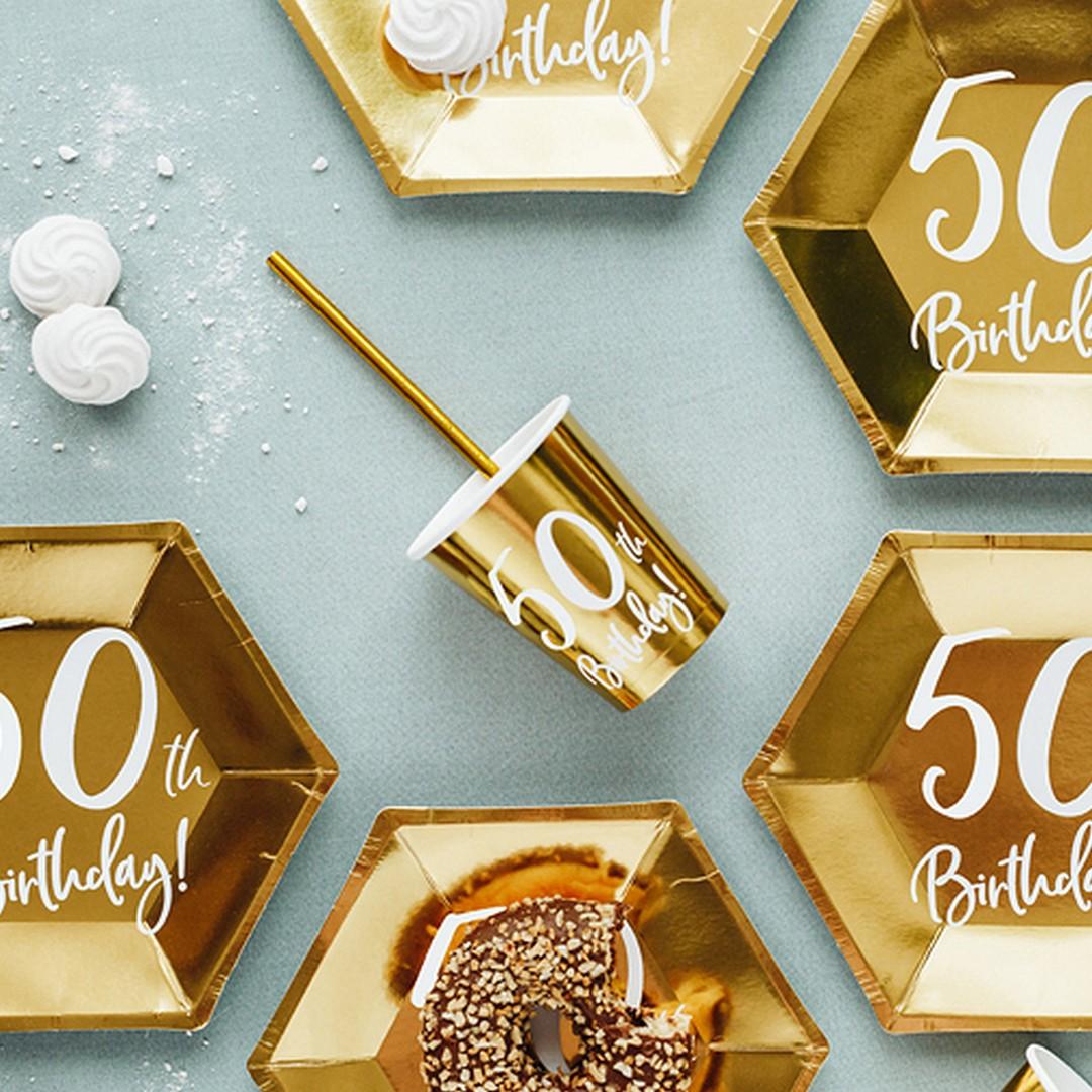 Złote kubeczki jednorazowe na 50 urodziny