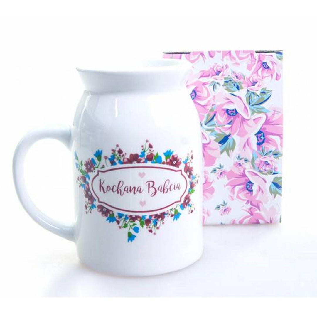 Biały kubek w kształcie bańki z napisem najlepsza babcia