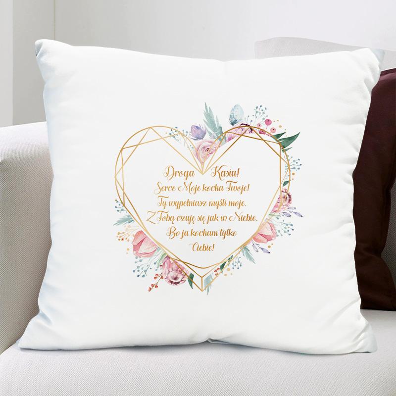 Biała poduszka z miękkim wsadem i nadrukiem - wierszyk na walentynki z imieniem ukochanej w sercu