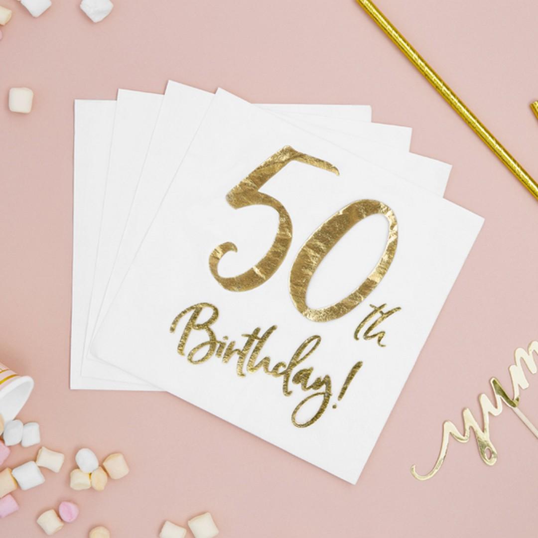 Serwetki papierowe w białym kolorze, ze złotym napisem 50 urodziny