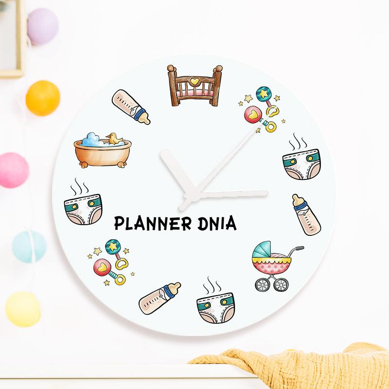 Zegar z imieniem dla świeżo upieczonej mamy z kolorowym nadrukiem który przedstawia plan dnia i zajęcia młodej mamy przy małym dziecku