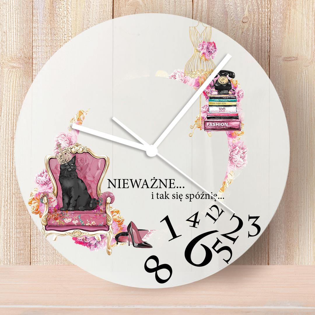 Zegar na ścianę z kobiecymi motywami i napisem nieważne i tak się spóźnię oraz imieniem