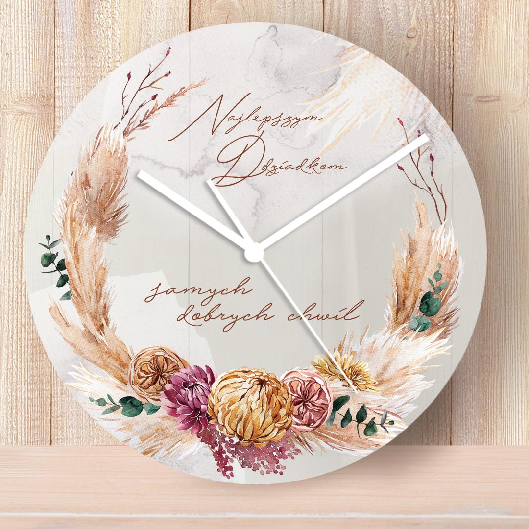 Zegar na ścianę z dekoracyjnym nadrukiem z polnych kwiatów i łanów oraz napisem dla babci i dziadka i podpisem od kogo