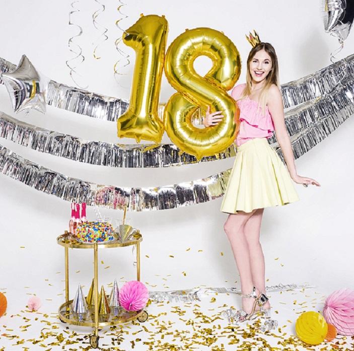Zdjęcie posta - Życzenia na 18 urodziny – 40 pomysłów na zabawne i oryginalne życzenia dla osiemnastolatka