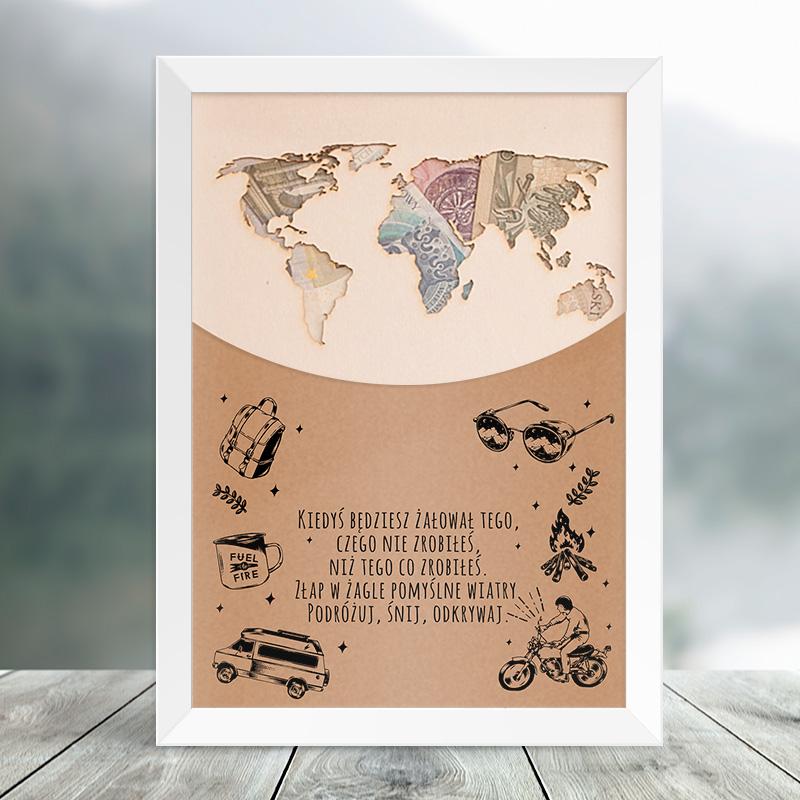 Plakat w ramce z konturem kontynentów, które jest miejscem na pieniądze. Na plakacie jest także wierszyk urodzinowy oraz miejsce na podpis i imię jubilata