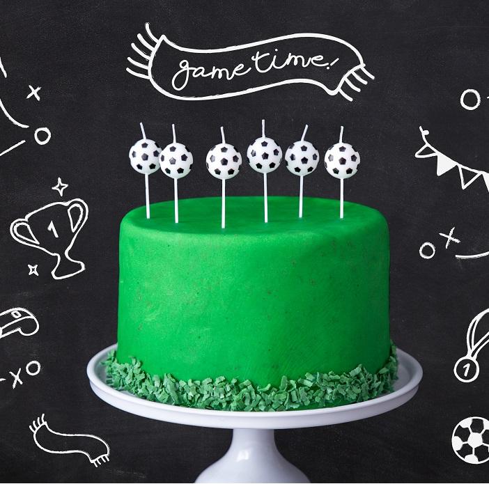 Świeczki na tort urodzinowey w formie małych piłek do gry w nogę