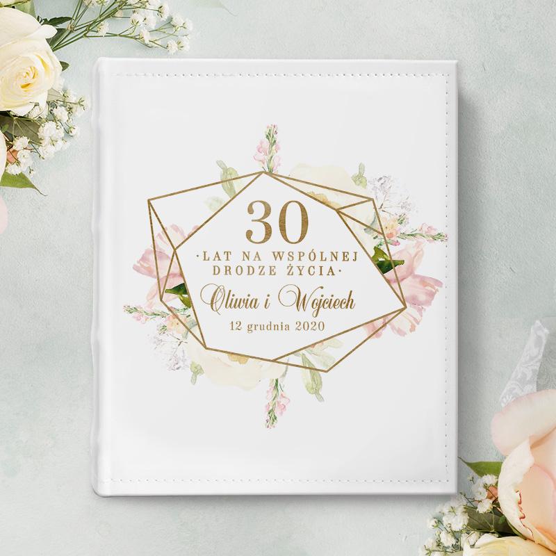 Elegancki biały album w okładce z ekoskóry, prezent na rocznicę ślubu