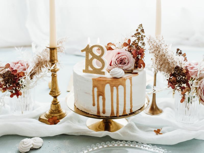 Zdjęcie w galerii - Świeczka urodzinowa liczba 18, złoty, 7.5cm