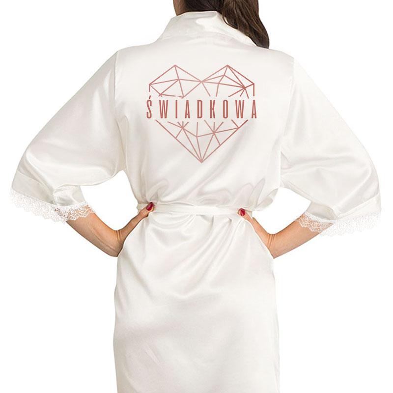 Szlafrok biały z satyny z napisem na plecach świadkowa, który jest w środku geometrycznego serca