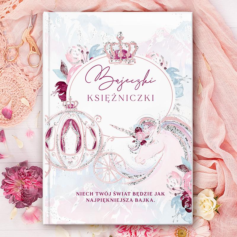 Książka z bajkami dla dzieci z dekoracyjną okładką i dedykacją z miejscem na imię dziecka oraz podpis od kogo.