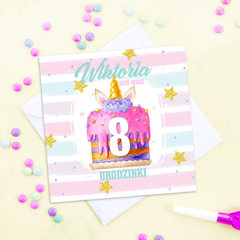 Kartka urodzinowa z różowym tortem na urodzinki dziecka z imieniem.