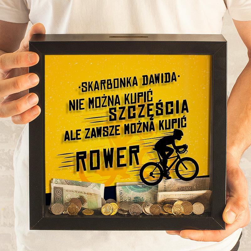Skarbonka w formie czarnej ramki 3D z grafiką i tekstem. Prezent urodzinowy dla rowerzysty z imieniem.