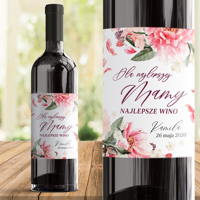 Samoprzylepna etykieta na butelkę z winem. Kwiatowe dekoracje z napisem dla najlepszej mamy dopełniony jest podpisem od kogo jest prezent.