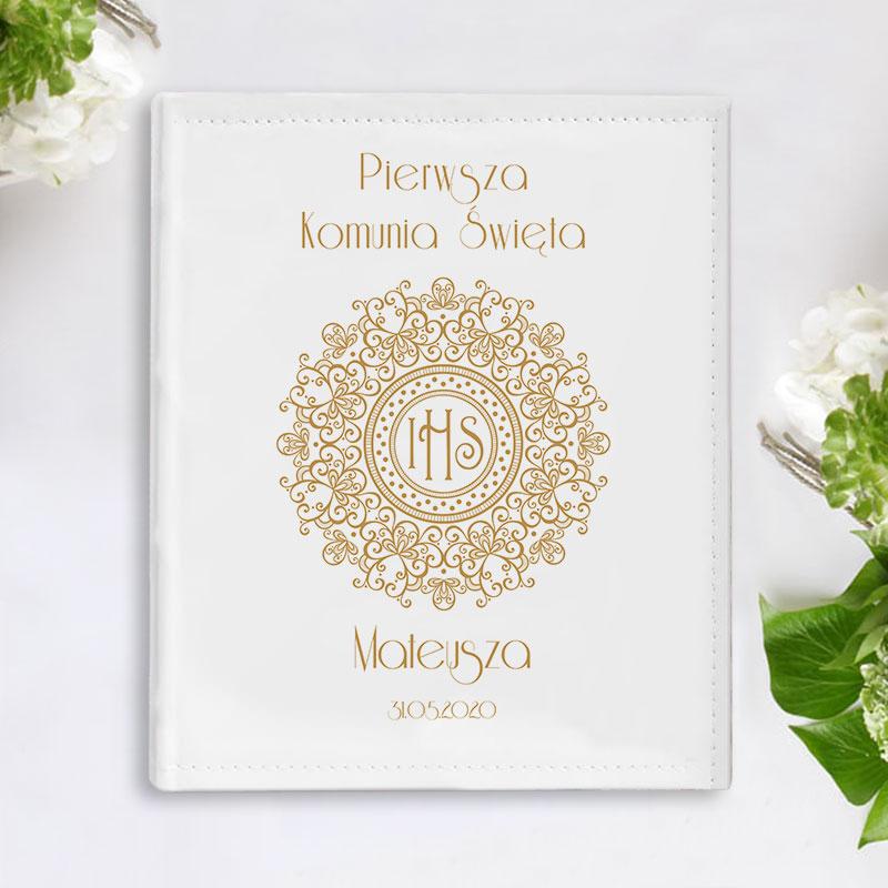 Piękny, prostokątny album w sztywnej, śnieżnobiałej oprawie z ekoskóry, idealna Pamiątka Pierwszej Komunii Świętej, grafika Złota Koronka
