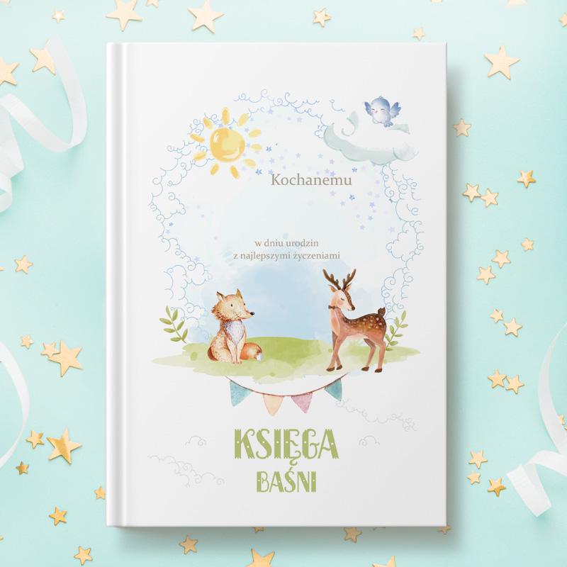 Książka z bajkami dla dzieci z personalizowaną okładką, na której znajduje się dedykacja oraz imię dziecka wraz z podpisem od kogo. Wokół napisów znajdują się dziecięce zdobienia w postaci zwierzątek leśnych.