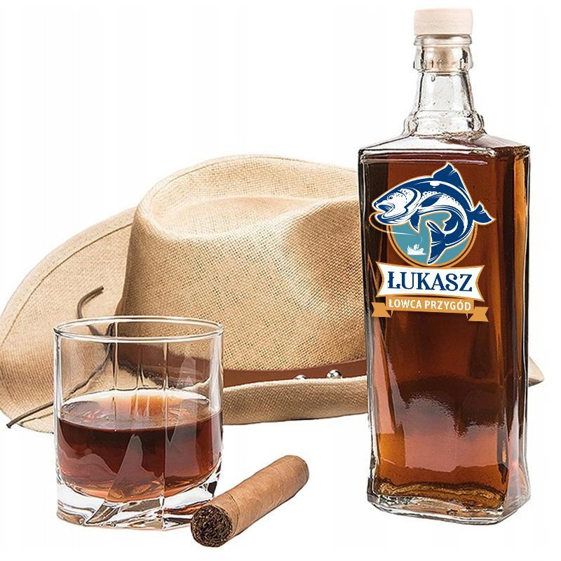 Zdjęcie w galerii - KARAFKA na Alkohol Prezent dla Wędkarza Łowca Przygód PERSONALIZOWANA 700ml