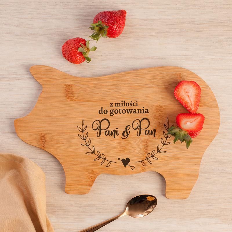 Deska świnka drewniana z napisem pan i pani oraz z miejscem na dopisanie nazwiska.