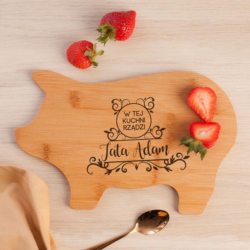 Zdjęcie w galerii - Deska Świnka Prezent dla Taty W tej kuchni rządzi Tata PERSONALIZOWANY