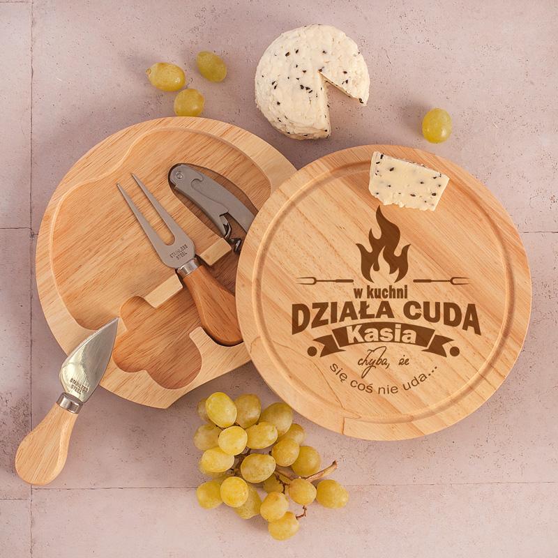 Zestaw do serwowania serów: deska + otwieracz + sztućce do sera: nóż i widelec, prezent dla Kobiety personalizowany Działa cuda