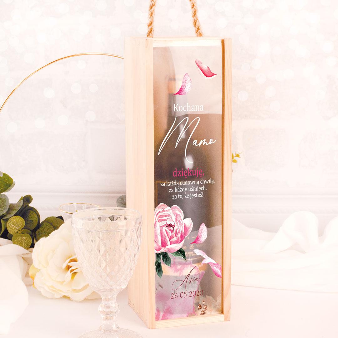 Personalizowana skrzyneczka na wino, z nadrukiem na pleksi z życzeniami dla Mamy, oraz kwietną grafiką, idealny prezent na Dzień Matki,