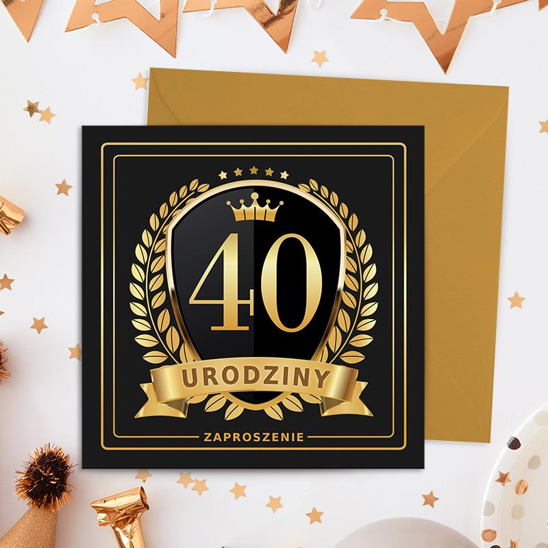 Eleganckie zaproszenia na 40 urodziny na połyskującym papierze , nadruk czarno złoty, grafika z herbem oraz liściami laurowymi i dużą cyfrą 40