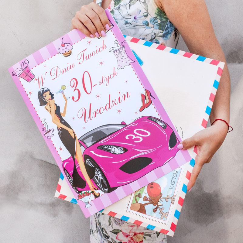 Karta z życzeniami na 30 urodziny. W zestawie mega duża koperta dekoracyjna. Idealne uzupełnienie prezentu urodzinowego.