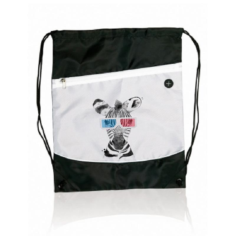Plecak na ramiona ze ściągaczem w kolorze biało-czarnym. Na froncie znajdują się kolorowe nadruki w postaci zebry w okularach oraz imieniem dziecka.